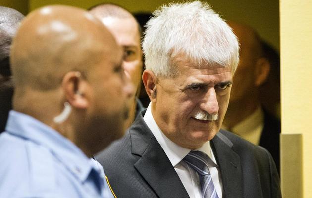 Bruno Stojic (D) arrive au TPIY à La Haie, le 29 mai 2013 [Jiri Buller / Pool/AFP]