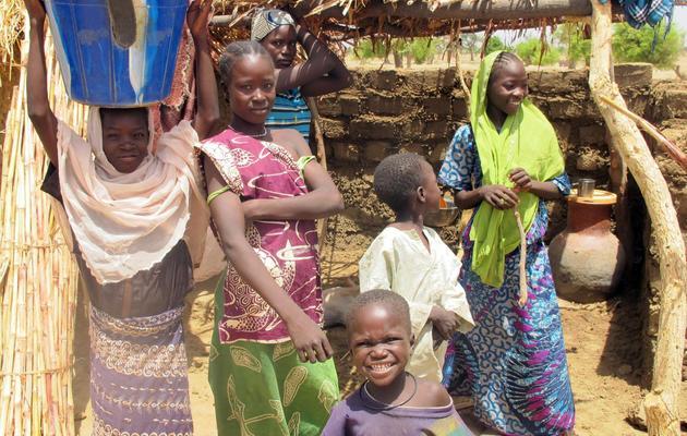 Des enfants nigérians d'origine camerounaise dans le village de Tallamallabrahim, au Cameroun, le 27 mai 2013 [Reinnier Kaze / AFP]