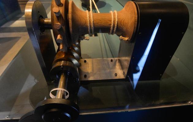 Une reproduction de la vis sans fin d'Archimède présentée lors de l'exposition sur l'inventeur grec, le 30 mai 2013 à Rome [Andreas Solaro / AFP]