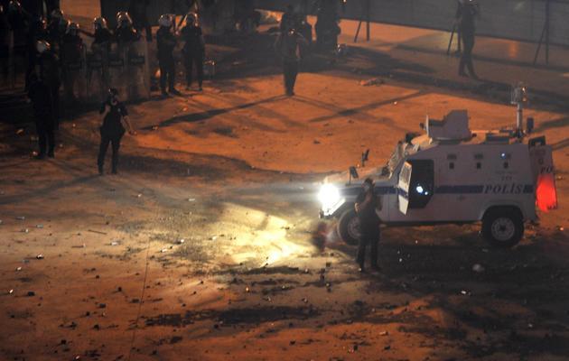 Des policiers anti-émeute dans les rues d'Istanbul, le 31 mai 2013 [Ozan Kose / AFP]