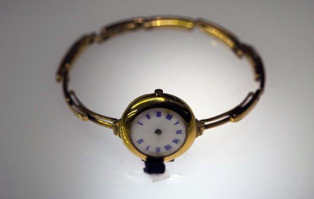 Une montre suisse retrouvée près de l'épave du Titanic et exposée à Paris le 31 mai 2013 [Joel Saget / AFP]