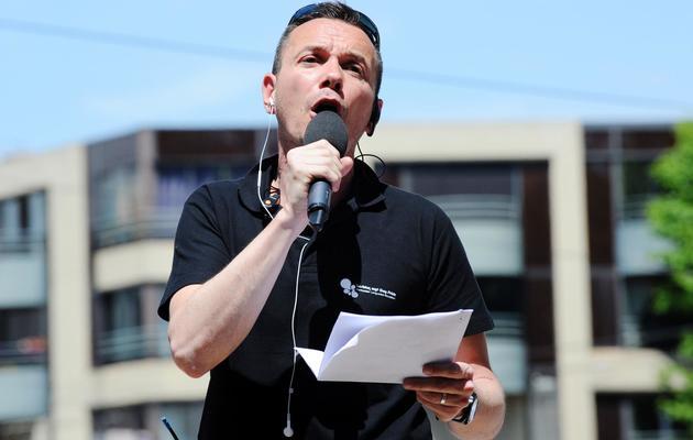 Vincent Autin, premier marié homosexuel de France, à la Gay Pride de Montpellier le 1er juin 2013 [Sylvain Thomas / AFP]