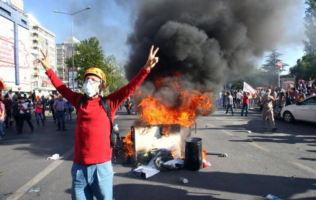 Un manifestant lors d'un rassemblement contre le gouvernement, le 1er juin 2013 à Ankara [Adem Altan / AFP]