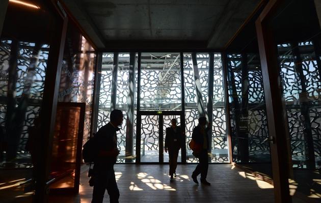 Des visiteurs parcourent le MuCEM, le 3 juin 2013 à Marseille [Anne-Christine Poujoulat / AFP]