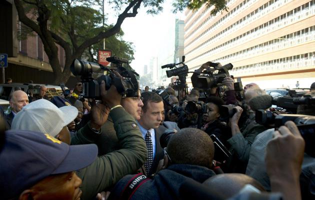 Oscar Pistorius quitte le tribunal le 4 juin 2013 à Pretoria [Alexander Joe / AFP]