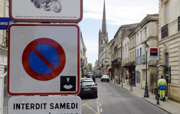 Photo d'un panneau indiquant la présence de caméras vidéo dans la rue à Sainte-Foy-la-Grande, le 4 juin 2013 [Jean Pierre Muller / AFP]