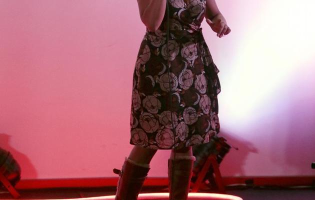 Wonder-Jen, une slameuse française, participe le 4 juin 2013 à Paris à la 7e coupe du monde de slam [Jacques Demarthon / AFP]