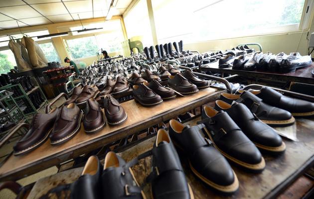 Des chaussures paraboot alignées le 3 juin 2013 à Tullins [Philippe Desmazes / AFP]