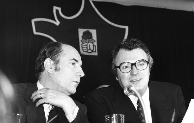 François Mitterrand (g) et Pierre Mauroy (d) le 23 mars 1974 près de Paris [- / AFP/Archives]