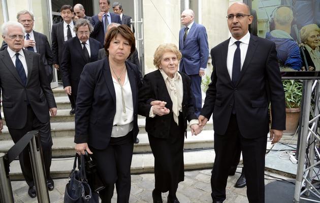 Au centre la veuve de Pierre Mauroy, entourée de Martine Aubry et Harlem Désir, le 11 juin 2013 à Paris [Bertrand Guay / AFP]