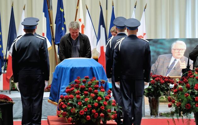 Recueillement devant la dépouille de Pierre Mauroy le 11 juin 2013 à l'Hôtel de ville de Lille [Philippe Huguen / AFP]