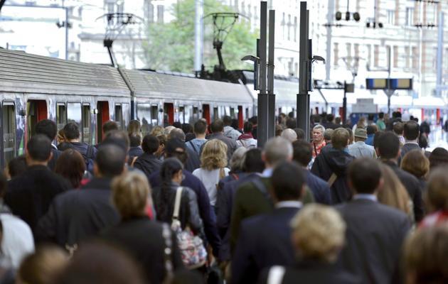 La foule de voyageurs coincée le 13 juin 2013 à la gare Saint Lazare, à Paris [Eric Feferberg / AFP]