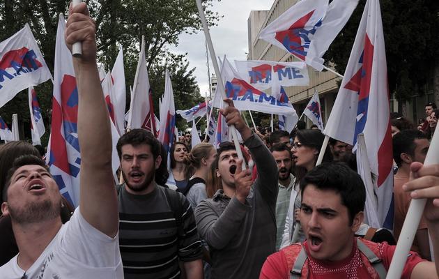 Manifestation devant le siège de la radiotélévision publique ERT à Athènes le 13 juin 2013 [Louisa Gouliamaki / AFP]