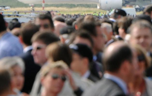 La foule se presse pour assister au premier vol de l'Airbus A350, le dernier né de l'avionneur européen, le 14 juin 2013 à Toulouse [Eric Cabanis / AFP]