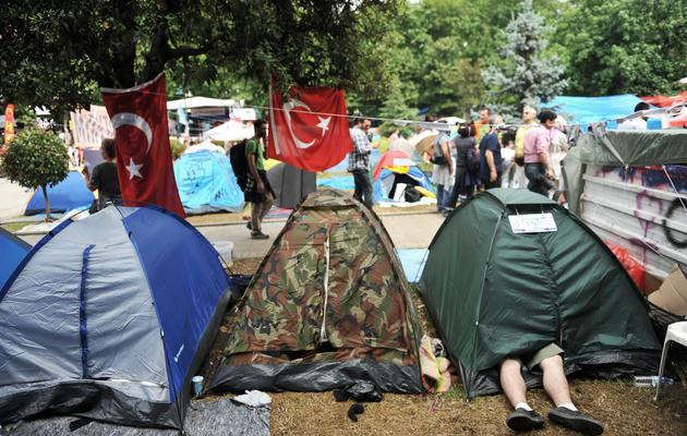 Des manifestant anti-gouvernement dorment dans des tentes dans le parc Gezi, d'Istanbul, symbole de la contestation, le 14 juin 2013 [Ozan Kose / AFP]