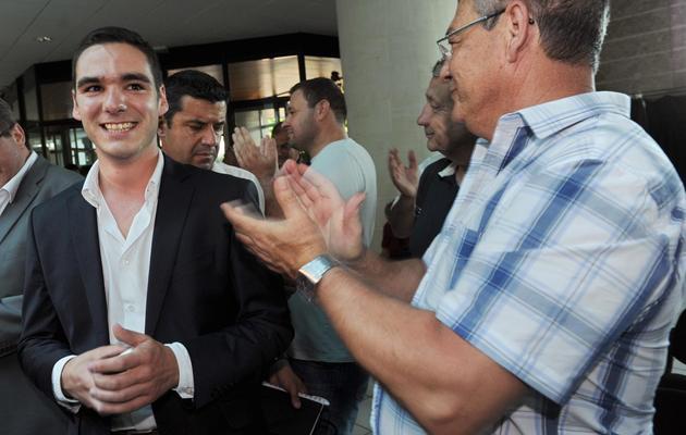 Le candidat du FN, Etienne Bousquet-Cassagne (g), le 16 juin 2013 à Villeneuve-sur-Lot [Mehdi Fedouach / AFP]