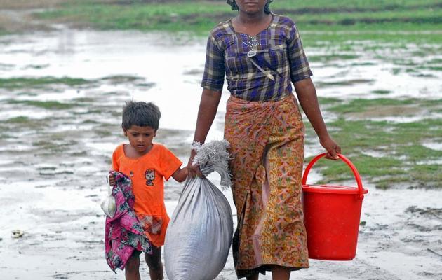 Une femme Rohingya et son enfant, le 16 mai 2013 à Sittwe, en Birmanie [Soe Than Win / AFP]