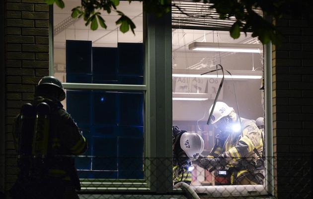 Les pompiers Des pompiers dans une école incendiée le 25 mai 2013 dans la banlieue de Stockholm [Jonathan Nackstrand / AFP]