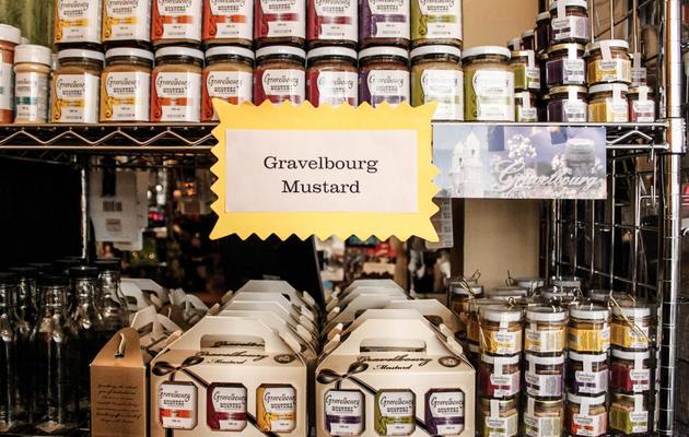 Des pots de moutarde en vente dans un magasin de Gravelbourg, au Canada, le 22 mai 2013 [Clement Sabourin / AFP]