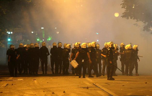 La police anti-émeutes fait face aux manifestants le 3 juin 2013 à Ankara [Adem Altan / AFP]