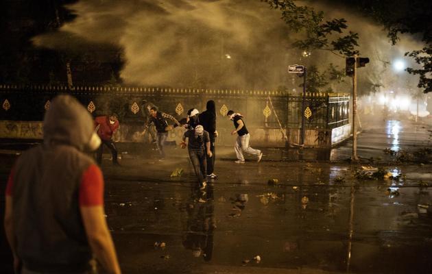 Des manifestants le 11 juin 2013 dans le centre d'Ankara [Marco Longari / AFP]