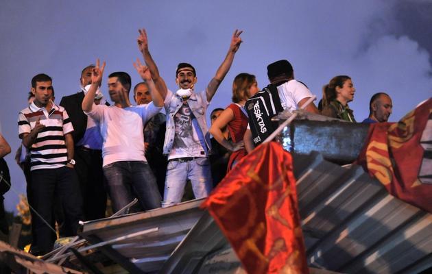Des manifestants anti-gouvernement dans le parc Gezi d'Istanbul le 13 juin 2013 [Ozan Kose / AFP]