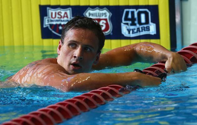 Le nageur Ryan Lochte regarde son temps après la finale du 100 m libre aux sélections américaines, le 25 juin 2013 à Indianapolis  [Streeter Lecka / Getty/AFP]