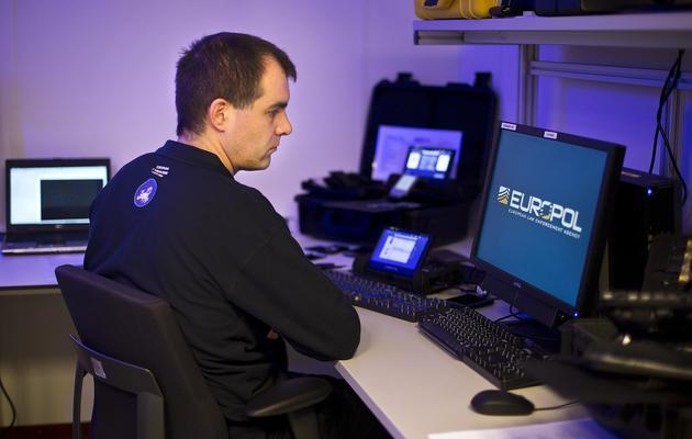 Un employé du Centre européen de lutte contre la cybercriminalité à la Haye aux Pays-Bas le 11 janvier 2013 [Ilvy Njiokiktjien / ANP/AFP/Archives]