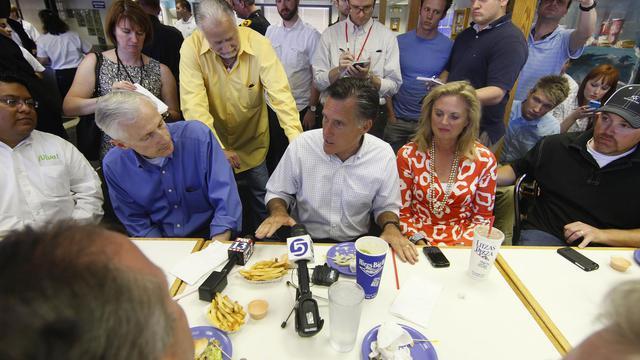 Le candidat républicain à la présidentielle américaine, Mitt Romney, dans un restaurant le 24 juin 2011 à Salt Lake City [George Frey / Getty Images/AFP/Archives]