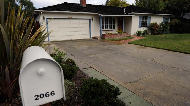 Un homme suspecté d'avoir volé des ordinateurs et des objets personnels dans la maison californienne du défunt co-fondateur d'Apple, Steve Jobs, était sous les verrous mardi, a-t-on appris auprès de la police.[GETTY IMAGES NORTH AMERICA]