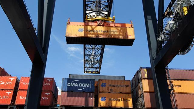 Le déficit commercial des Etats-Unis a atteint en juillet un nouveau record avec la Chine et s'est, plus inhabituellement, considérablement creusé avec l'Union européenne où les produits et services américains semblent avoir été pénalisés par la crise. [GETTY IMAGES NORTH AMERICA]