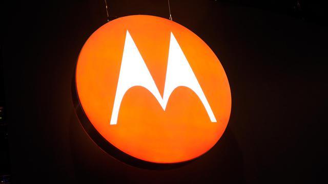 Motorola Mobility a présenté mercredi trois nouveaux téléphones multifonctions avec lesquels il espère concurrencer l'iPhone d'Apple et qui constituent ses premières annonces majeures de produits depuis son rachat par Google en mai.[GETTY IMAGES NORTH AMERICA]