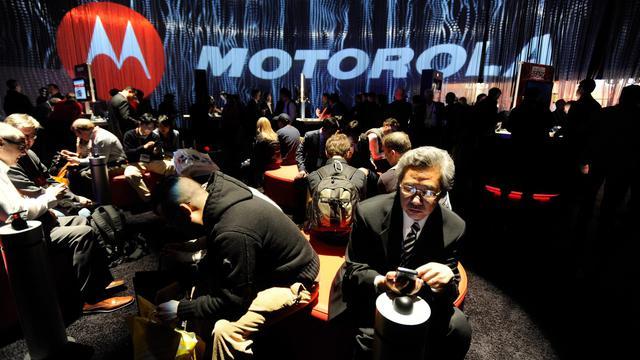 Motorola Mobility France attend des détails de sa direction américaine pour savoir si ses deux sites qui salarient environ 300 personnes dans l'Hexagone sont concernés par le plan de suppression de 4.000 emplois dans le monde, a indiqué une porte-parole mardi.[GETTY IMAGES NORTH AMERICA]