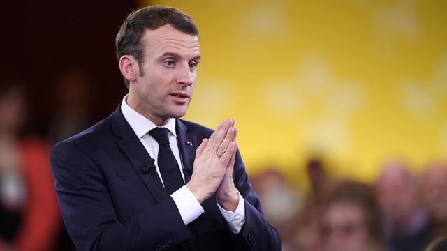 Le geste très étrange de Donald Trump envers Emmanuel Macron