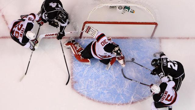 Un but inscrit par Los Angeles lors du match 6 de la finale de la Coupe Stanley face aux New Jersey Devils, à Los Angeles, le 11 juin 2012. [Christian Petersen / Getty Images/AFP/Archives]