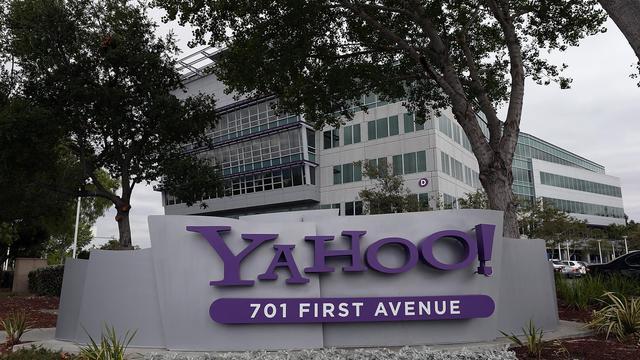Le logo de Yahoo! devant son siège à Sunnyvale, en Californie, en 2012 [Justin Sullivan / AFP/Getty Images]