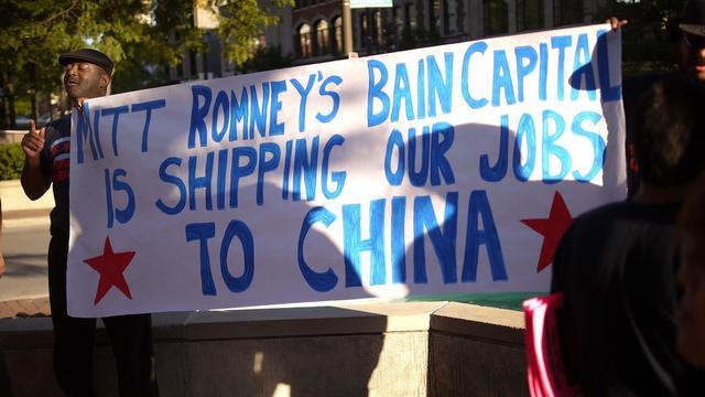 Des manifestants protestent contre Bain Capital qui prévoit de délocaliser en Chine, le 21 août 2012 à Evanston, dans l'Illinois [Scott Olson / Getty Images/AFP/Archives]