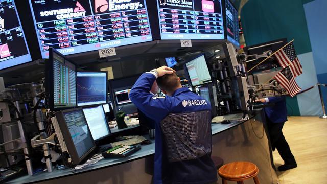 La Bourse de New York a ouvert en légère baisse mardi, attentiste avant une réunion de politique monétaire de la Banque centrale européenne (BCE) jeudi, et la publication d'un indicateur manufacturier dans la matinée: le Dow Jones cédait 0,02% et le Nasdaq 0,09%.[GETTY IMAGES NORTH AMERICA]