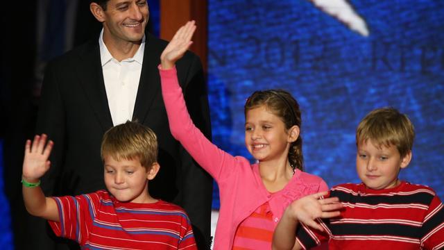 Paul Ryan, le colistier du candidat républicain à la Maison Blanche Mitt Romney et ses trois enfants, dont sa fille Liza, le 29 août 2012 à Tampa,en Floride [Mark Wilson / Getty Images/AFP/Archives]