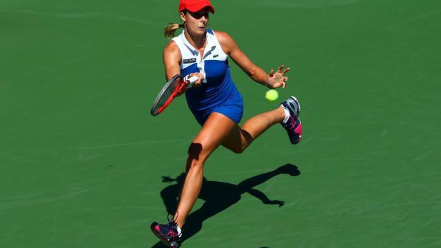 La joueuse française Alizé Cornet au retour de service lors du 2e tour de l'US Open contre la Tchèque Petra Kvitova, le 29 août 2012 [Elsa / AFP/Getty Images/Archives]