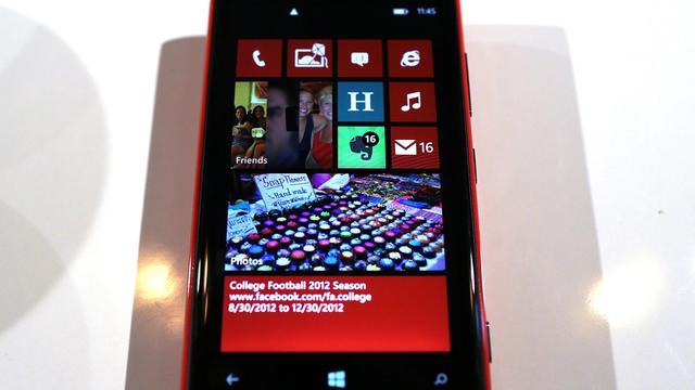 En difficulté, le géant des télécoms Nokia a présenté jeudi ses excuses après la diffusion d'une campagne publicitaire qui laissait croire qu'une vidéo avait été filmée avec son nouveau smartphone Lumia 920 alors qu'un tout autre matériel de prise de vue avait servi au tournage. [GETTY IMAGES NORTH AMERICA]