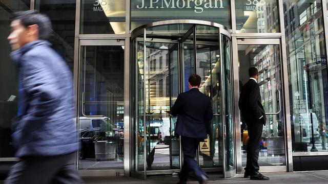 Devant le siège de JPMorgan Chase à New York le 2 octobre 2012 [Spencer Platt / AFP/Getty Images/Archives]