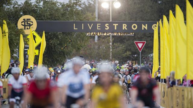 Des cyclistes participent à une course organisée par la fondation Livestrong à Austin, au Texas, le 21 octobre 2012 [ / Getty Images/AFP/Archives]