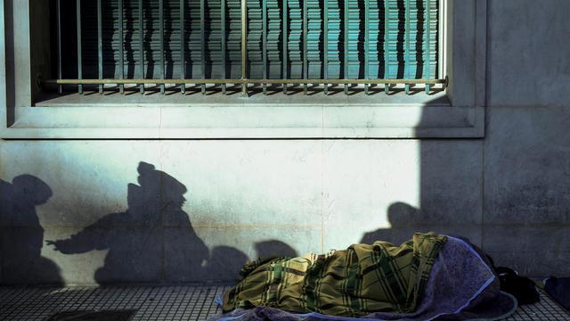Près d'un sans domicile fixe sur cinq dit avoir perdu son logement suite à une hospitalisation ou une incarcération.