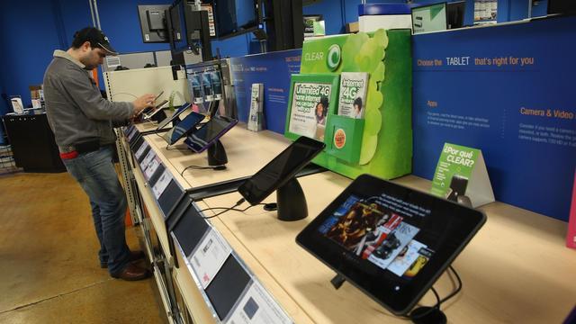 Le rayon des tablettes dans un magasin d'informatique [Scott Olson / Getty Images/AFP/Archives]