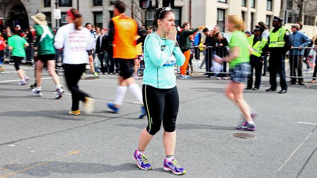Des participants juste après les explosions lors du marathon de Boston, le 15 avril 2013 [Alex Trautwig / Getty Images/AFP/Archives]