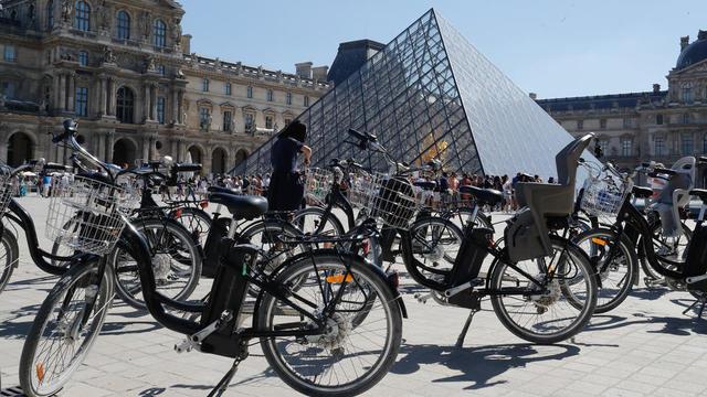 Des vélos électriques de plus en plus prisés à Paris.