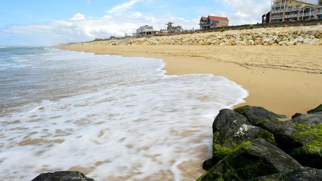 La plage de Lacanau est interdite au public.