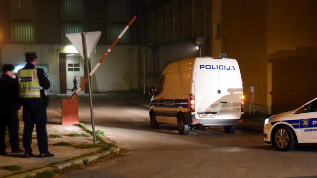 Selon un porte-parole de la police régionale, une femme de 45 ans a été arrêtée samedi soir dans le cadre de cette enquête.