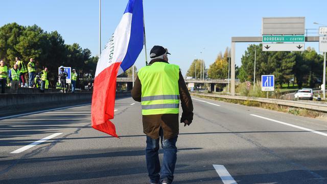 En début de soirée, peu avant 20h00, dans une ambiance bon enfant, les «gilets jaunes» s'étaient installés sur une voie de l'artère, ne laissant passer les voitures que dans le sens Bordeaux-Paris.